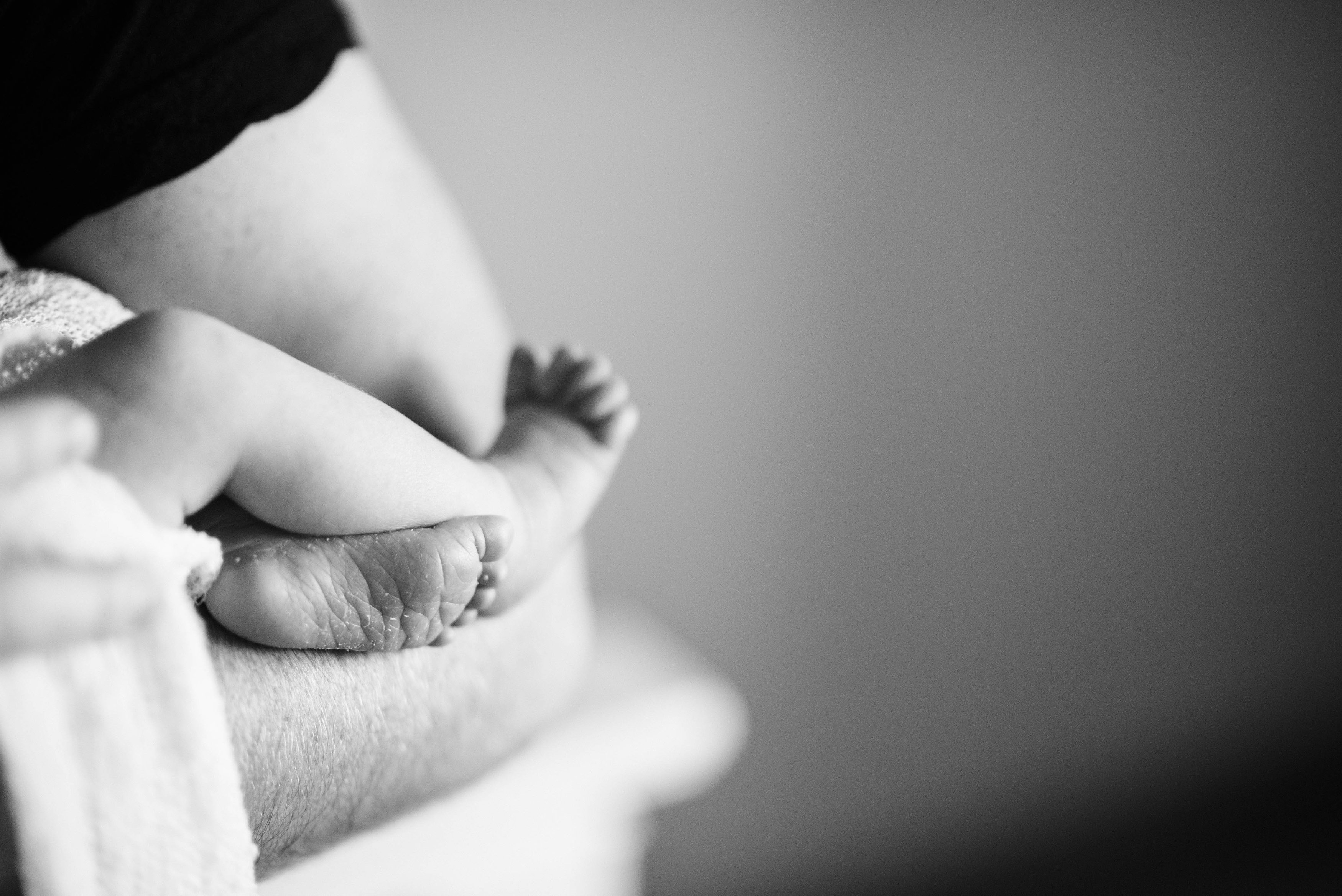 newborn photography feet